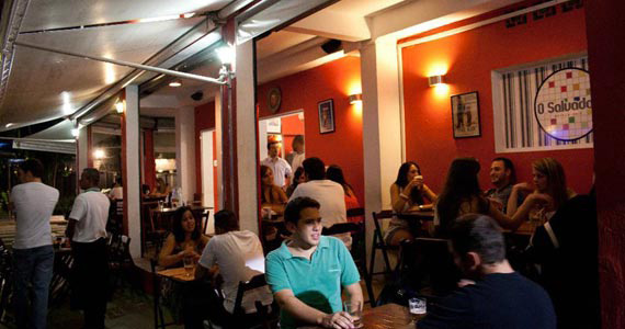 Bar Salvador oferece petiscos e drinks na happy hour BaresSP