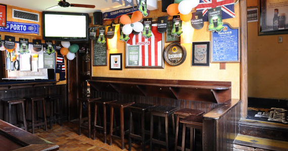 Happy hour com promoções de bebidas no The Blue Pub Eventos BaresSP 570x300 imagem