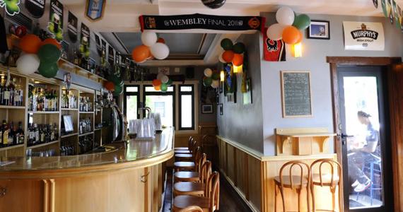 The Blue Pub transmite partida de futebol nesta quarta-feira com petiscos e bebidas variadas Eventos BaresSP 570x300 imagem