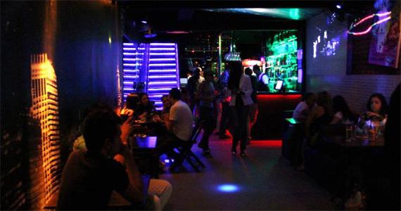 Bofetada Club tem happy hour descontraído e com karaokê nesta terça-feira Eventos BaresSP 570x300 imagem