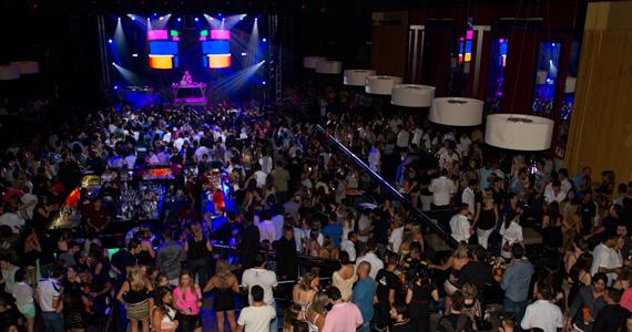 Festa dos Anos 70 com decoração especial e performances acontece na Brook's Eventos BaresSP 570x300 imagem
