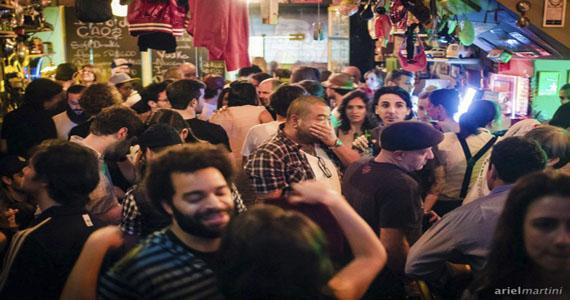 Bar Caos recebe festa Tibira Tranca Rua com DJs convidados nesta quarta-feira Eventos BaresSP 570x300 imagem