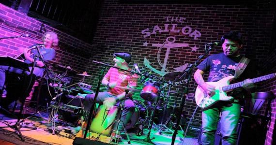 A banda Acústico Certo Diablos toca com Tilt no The Sailor Eventos BaresSP 570x300 imagem