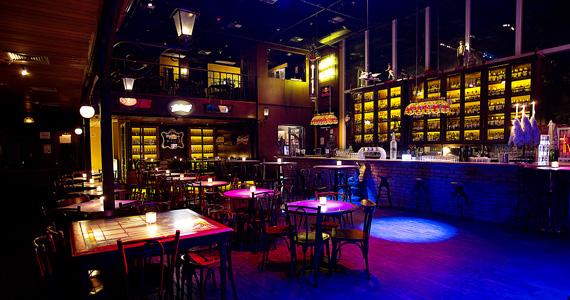 Banda garagem anima a noite do bar charles edward com for Garage paris bar