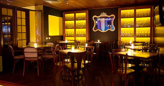 Rock Memory e DJ Rogério se apresentam no palco do Bar Charles Edward  Eventos BaresSP 570x300 imagem