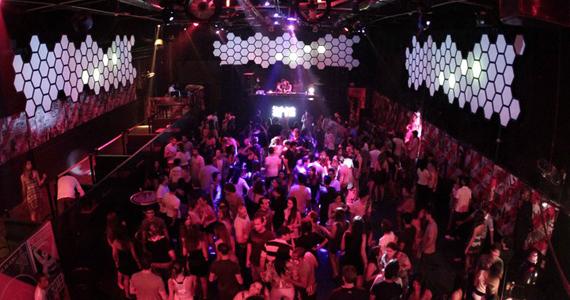 Música eletrônica com DJs convidados na pista da Clash Eventos BaresSP 570x300 imagem