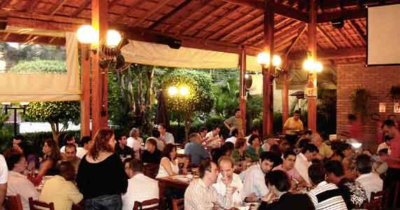 Happy hour com chopp gelado e picanha no rechaud no Clube do Churrasco Eventos BaresSP 570x300 imagem