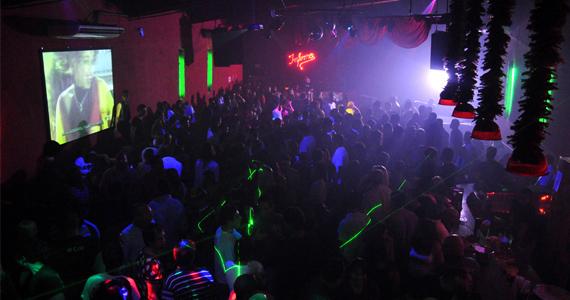 Clube Inferno preparou a festa Neon Party, Baby! com efeitos de luzes e cores para animar a noite de sexta Eventos BaresSP 570x300 imagem