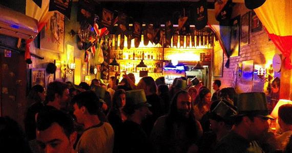 Deep Bar 611 oferece happy hour com cerveja gelada e petiscos na quinta-feira Eventos BaresSP 570x300 imagem