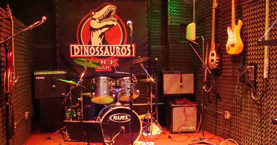 Covers de Foo Fight, Queen, Gun's no palco do Dinossauros - Rota do Rock Eventos BaresSP 570x300 imagem