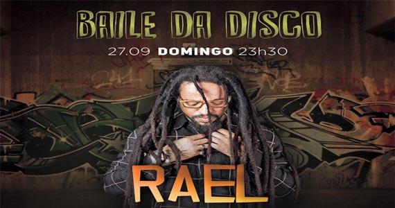 Cantor Rael toca sucesso da carreira no palco da Disco Club doimingo Eventos BaresSP 570x300 imagem