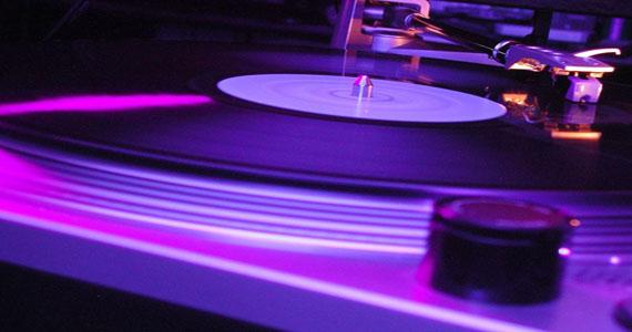 Club Mono realiza festa Let me Dance com DJs convidados na sexta-feira Eventos BaresSP 570x300 imagem