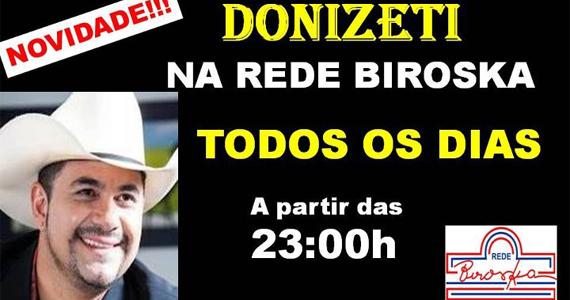 O cantor sertanejo Donizeti se apresenta no bar Biroska para comemoração de aniversário da rede Eventos BaresSP 570x300 imagem