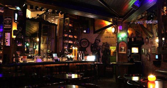 Carus Band comanda a noite com pop rock no palco do Dublin