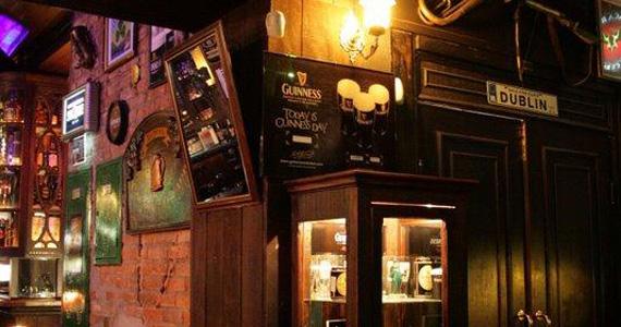 Banda Rock Stamp sobe no palco do Dublin tocando muito Pop Rock Eventos BaresSP 570x300 imagem