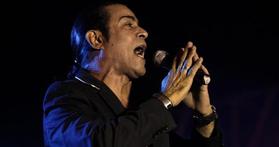 Apresentação do cantor Elymar Santos no palco do Bar Brahma Eventos BaresSP 570x300 imagem