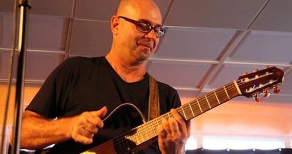 Barnaldo Lucrécia recebe o cantor Eraldo Basso para animar a noite Eventos BaresSP 570x300 imagem