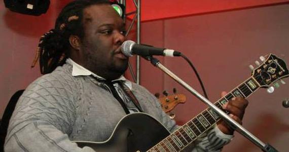 O cantor Flavinho Mello se apresenta no Grazie a Dio! neste domingo Eventos BaresSP 570x300 imagem