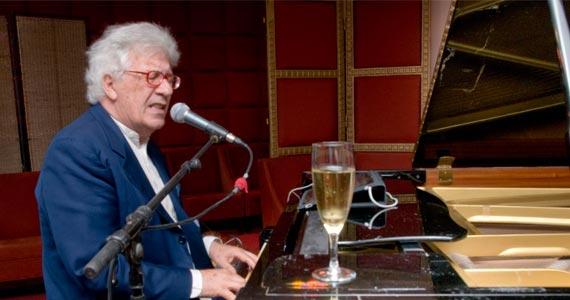 O cantor italiano Peppino Di Capri se apresenta no HSBC Brasil com seus grandes sucessos Eventos BaresSP 570x300 imagem