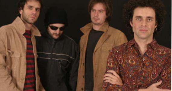 Rodrigo Farah e banda Insônica no palco do Kia Ora Pub Eventos BaresSP 570x300 imagem