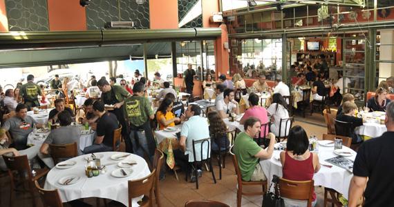 Jacaré Grill oferece happy hour com cardápio variado de porções e bebidas nesta sexta-feira Eventos BaresSP 570x300 imagem