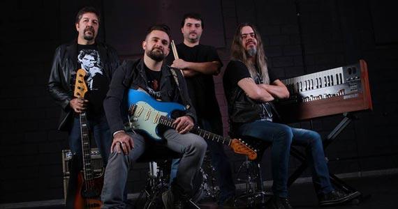 A banda Jack Rabbit toca os clássicos do rock e pop no The Blue Pub