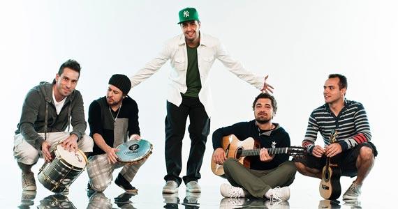 Grupo Jeito Moleque toca seus sucessos no palco do La Fiesta domingo Eventos BaresSP 570x300 imagem