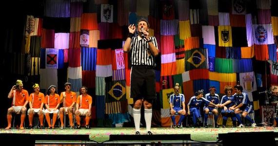Jogando no Quintal apresenta espetáculo de improvisação no Risadaria 2015 no palco do Teatro Gamaro Eventos BaresSP 570x300 imagem