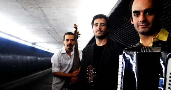Trio Jogando Tango se apresenta nesta terça-feira no Café Piu Piu Eventos BaresSP 570x300 imagem