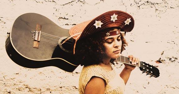 Josy Lelis canta muita música de Rock e Samba no Garrafas Bar Eventos BaresSP 570x300 imagem
