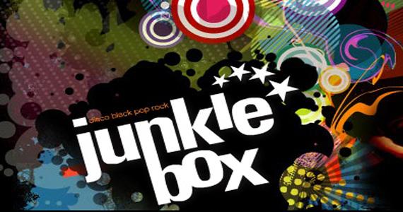 Agito com a banda Junkie Box com Claudio Merlin no palco do Republic Pub Eventos BaresSP 570x300 imagem