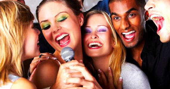 Muita música no Karaokê anima a noite do Musical Show Bar & Karaokê Eventos BaresSP 570x300 imagem