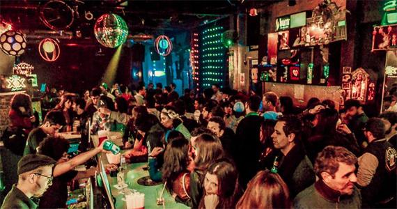 Festa Oscaricato na Kitsch Club tem noite com Divas e banda Black Bee Eventos BaresSP 570x300 imagem