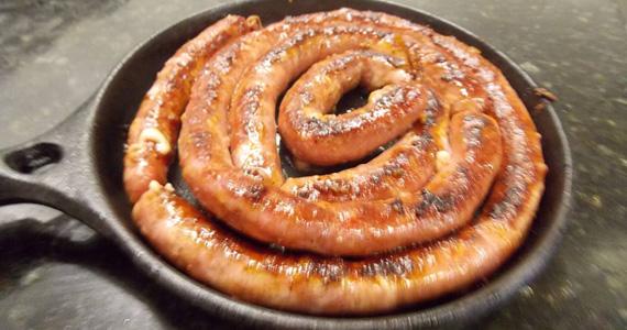Linguiça artesanal de metro com chopp gelado no Elidio Bar Eventos BaresSP 570x300 imagem