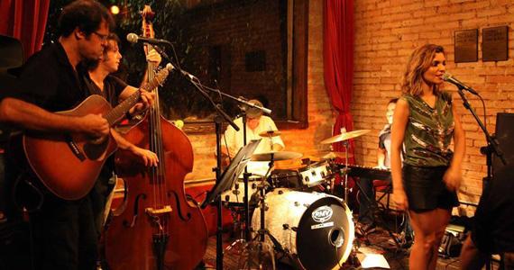 Aline Muniz se apresenta nesta quinta-feira no palco do Madeleine Bar Eventos BaresSP 570x300 imagem