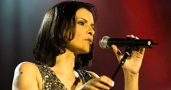 Tom Jazz recebe a cantora Marina Lima em show solo apenas com voz e violão Eventos BaresSP 570x300 imagem