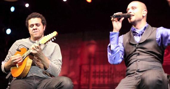 Cantor Diogo Nogueira e instrumentista Hamilton de Holanda apresentam Bossa Negra no Tom Jazz Eventos BaresSP 570x300 imagem