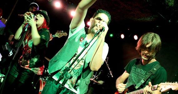 DJ Rogério e banda Movin'Up embalam a noite no Bar Charles Eventos BaresSP 570x300 imagem