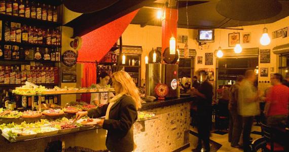 O Jornal Bar oferece happy hour em ambiente descolado Eventos BaresSP 570x300 imagem