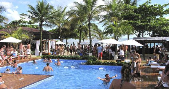 Parador Maresias inicia temporada de Day Parties com DJ Magui  Eventos BaresSP 570x300 imagem