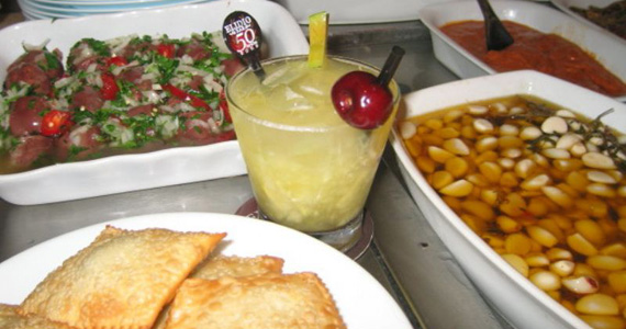 Elidio Bar oferece diferentes opções de petiscos para curtir o happy hour de sexta-feira Eventos BaresSP 570x300 imagem