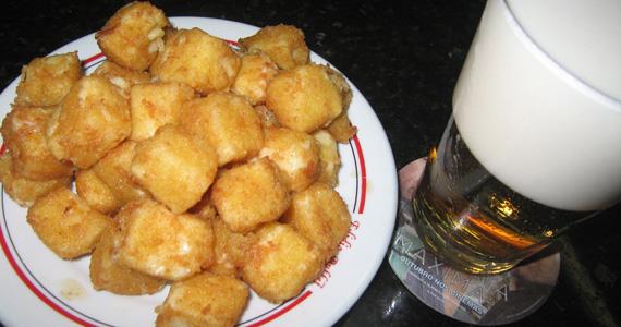 Provolone à Milanesa e chopp gelado para o happy hour desta sexta-feira no Elidio Bar Eventos BaresSP 570x300 imagem