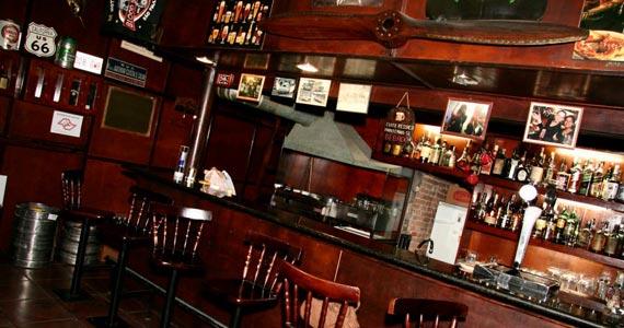 Happy Hour com variedade de drinks e petiscos no Pub Ace Of Spades Eventos BaresSP 570x300 imagem