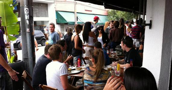 Quitandinha Bar oferece diversas opções de petiscos e drinks especiais BaresSP