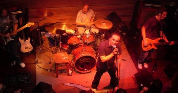 Banda Remake se apresenta no palco do Dublin com muito pop rock