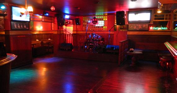 Muito pop rock com o comando da banda Movin'UP no palco do Republic Pub Eventos BaresSP 570x300 imagem