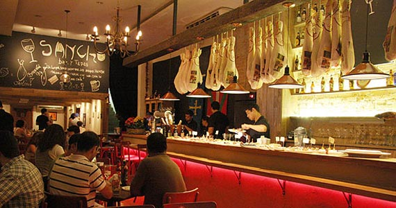 Sancho Bar Y Tapas apresenta pratos da gastronomia ibérica e música ao vivo Eventos BaresSP 570x300 imagem