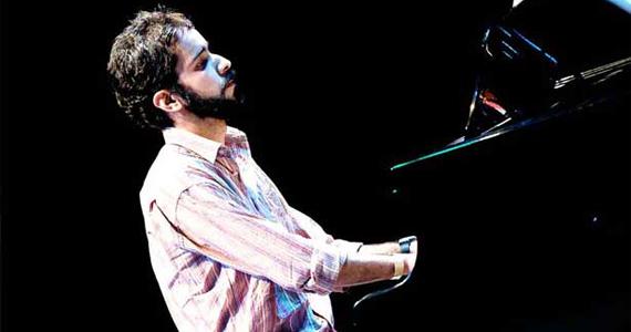 Sesc Consolação recebe o pianista Rafael Macedo no projeto Instrumental Sesc Brasil Eventos BaresSP 570x300 imagem
