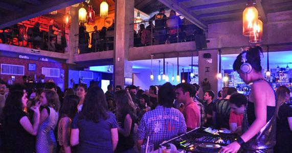 DJs Marcella Franco e Rafa Semin tocam na festa Pocket Fluffy da Squat Eventos BaresSP 570x300 imagem