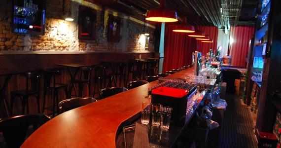 Banda Fitz se apresenta no palco do St. George's Pub do Itaim Eventos BaresSP 570x300 imagem
